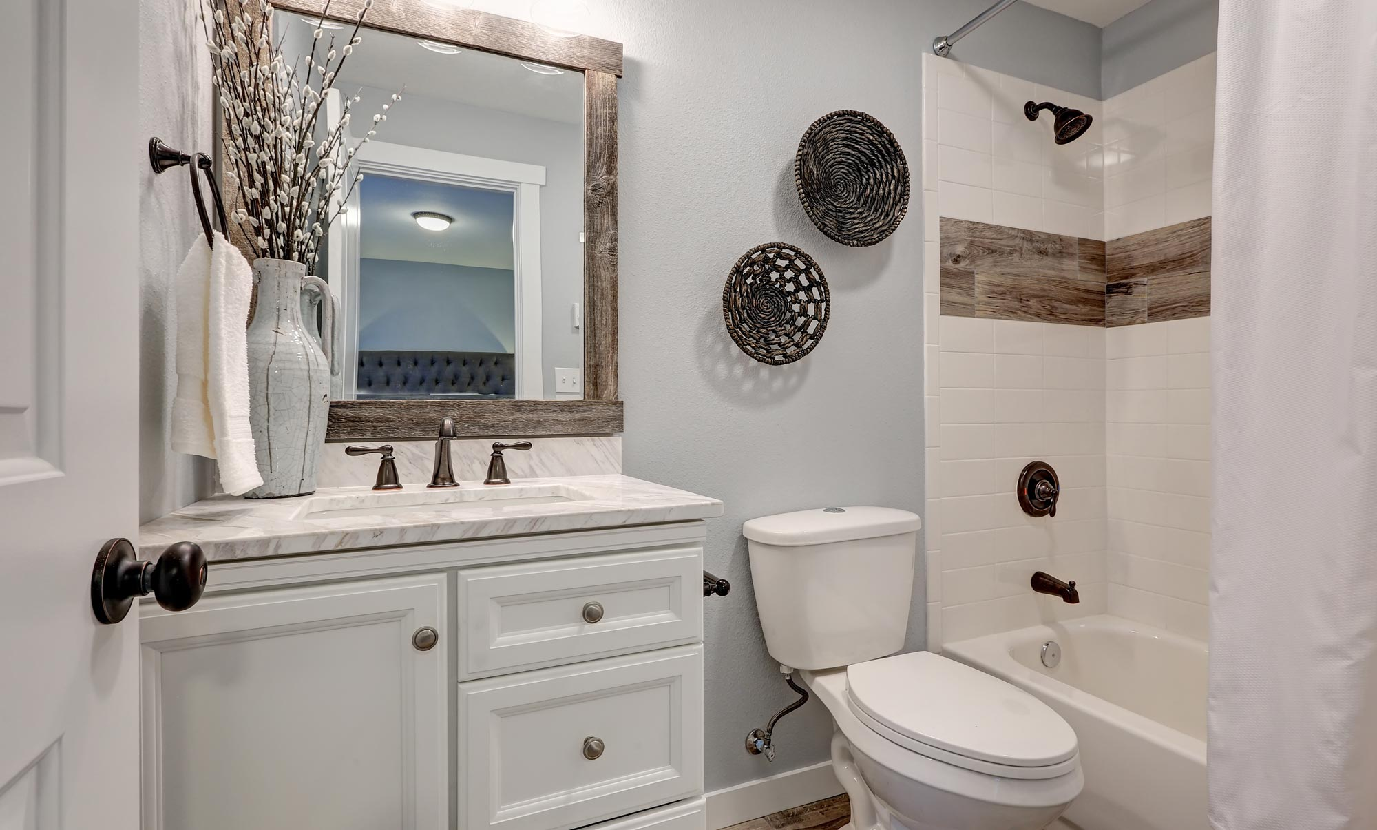 photo of a small bathroom with a lavatory, a mirror and a bath